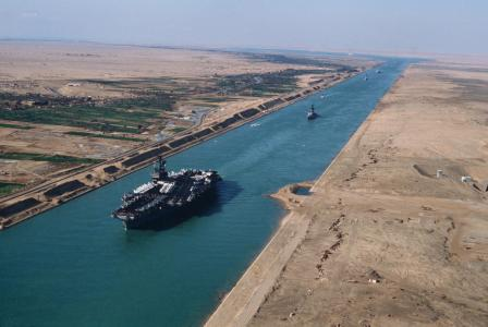 Uss america cv 66 in the suez canal 1981